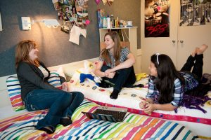 6 Dorm Room Etiquette Tips