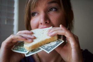 5 Ways to Be Frugal in College
