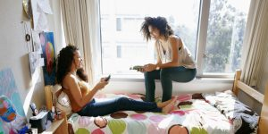 5 Tips for Choosing a College Roommate